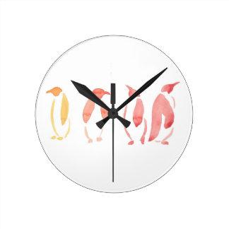 Pingouins oranges et rouges horloge ronde