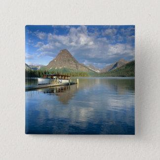 Pin's Bateau de visite accouplé au lac deux medicine en