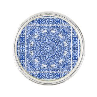Pin's Beau motif bleu et blanc de tuile de mandala