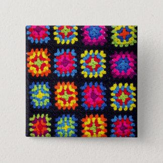 Pin's Bouton carré de mamie - bouton afghan de crochet