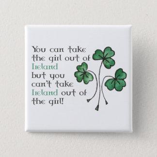 Pin's Bouton irlandais de carré de fille de shamrocks