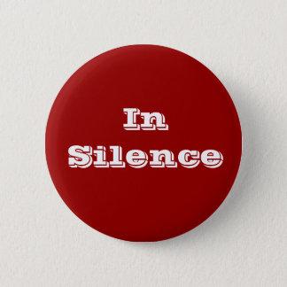 Pin's Dans le silence--rouge foncé/blanc