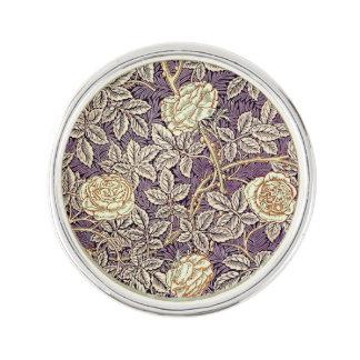 Pin's De roses motif vintage assez