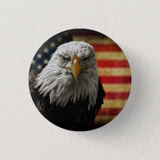 Pin's Eagle chauve américain sur le drapeau grunge