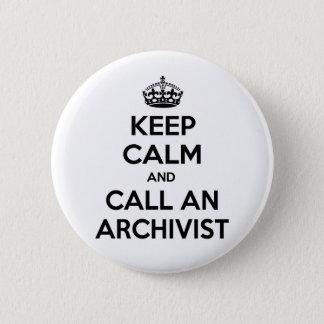 Pin's Gardez le calme et appelez un archiviste