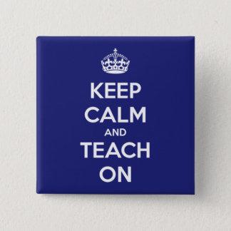 Pin's Gardez le calme et l'enseignez sur le bleu