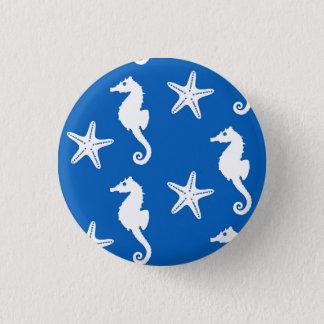 Pin's Hippocampe et étoiles de mer - blanc sur le bleu