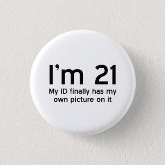 Pin's Im 21, mon identification a enfin ma propre image