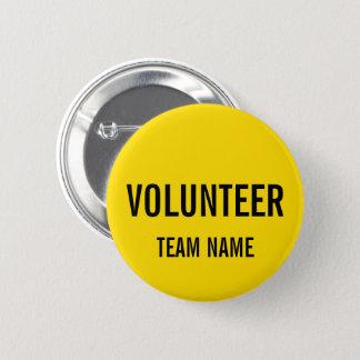 Pin's Insigne volontaire jaune avec le nom fait sur
