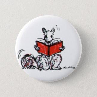 Pin's Le cru mignon accumule des livres de lecture