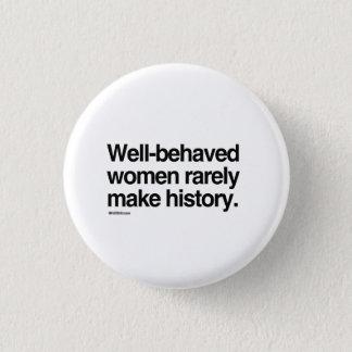 Pin's Les femmes bien comportées font rarement