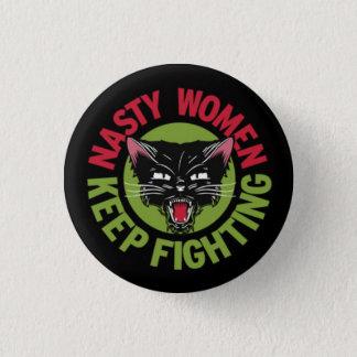 Pin's Les femmes méchantes continuent à combattre le
