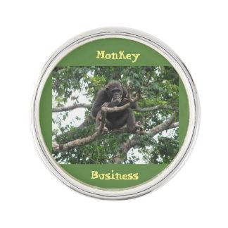 Pin's Pin de revers d'affaires de singe