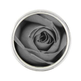 Pin's Pin monochromatique de revers de rose