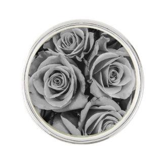 Pin's Pin monochromatique de revers de roses