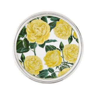 Pin's roses jaunes sur le blanc