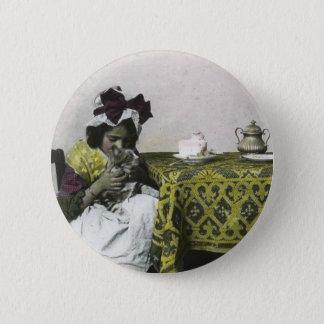 Pin's Temps victorien de thé de fille avec le cru de
