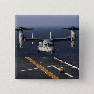 Pin's Un avion du balbuzard V-22 prépare pour débarquer