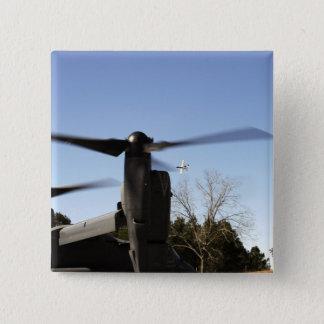 Pin's Un balbuzard CV-22 dispose à décoller