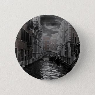 Pin's Venise en noir et blanc