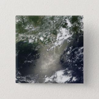 Pin's Vue satellite des filets et des rubans d'huile