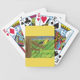 Pinson oriental d'oiseau d'état de l'Iowa jouant Cartes À Jouer