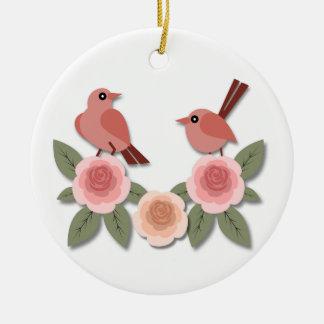 Pinsons roses sur les pivoines roses ornement rond en céramique