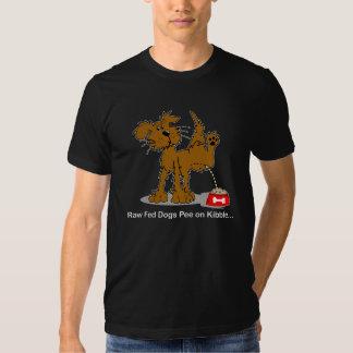 Pipi cru de chiens de Fed sur Kibble T-shirt
