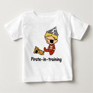 Pirate dans le T-shirt de bébé de formation