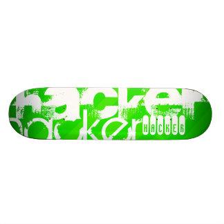 Pirate informatique ; Rayures vertes au néon Skateboards Personnalisés