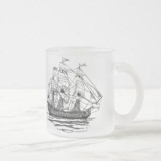 Pirates vintages, croquis d'un bateau d'arme à feu mug en verre givré