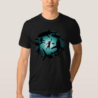 Piscine de requin t-shirts