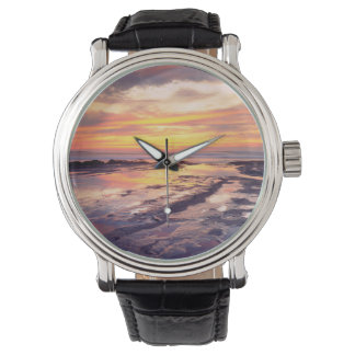 Piscines de marée de falaises de coucher du soleil montre
