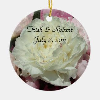 Pivoines roses blanches jeune mariée et ornement