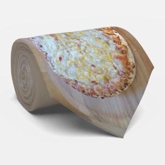 Pizza de fromage à bord cravates