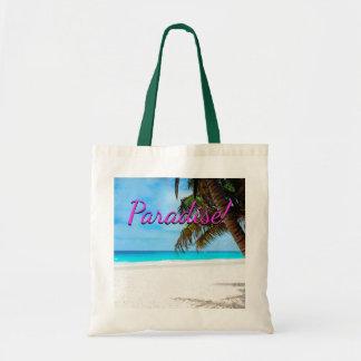 Plage blanche de sable, palmier, texte de sac
