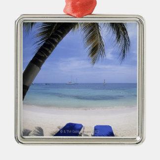 Plage, chaise longue, palmier, horizon plus de ornement carré argenté