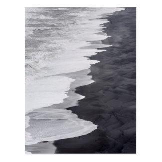 Plage noire et blanche pittoresque carte postale