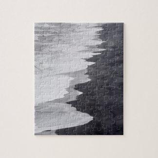 Plage noire et blanche pittoresque puzzle