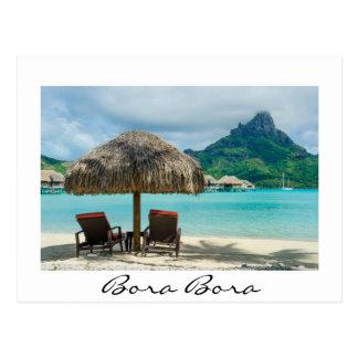 Plage sur la carte postale de blanc de Bora Bora