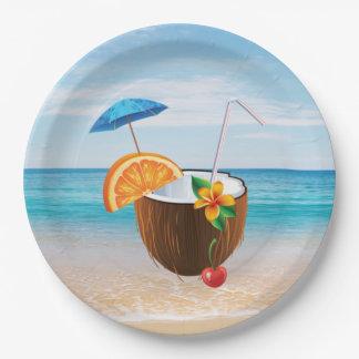 Plage tropicale, ciel bleu, sable d'océan, noix de assiettes en papier
