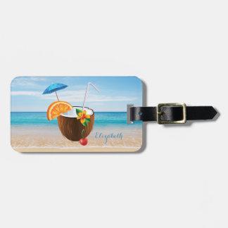Plage tropicale, ciel bleu, sable d'océan, noix de étiquette à bagage
