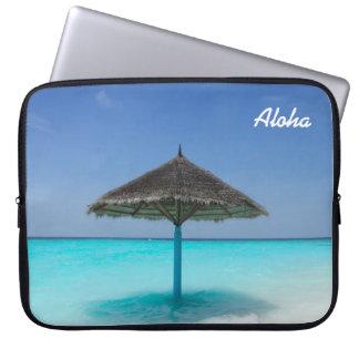 Plage tropicale pittoresque avec le parapluie trousses pour ordinateur portable