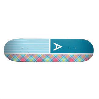 Plaid rose et bleu skateboards personnalisés