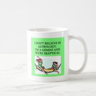 Plaisanterie d'astrologie de GÉMEAUX Mug