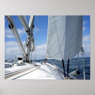 Plan rapproché blanc de plate-forme de voilier affiche