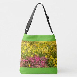 plan rapproché de coloré floraison sur le sac