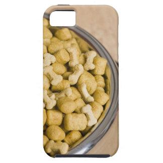 Plan rapproché des aliments pour chiens dans une c étuis iPhone 5