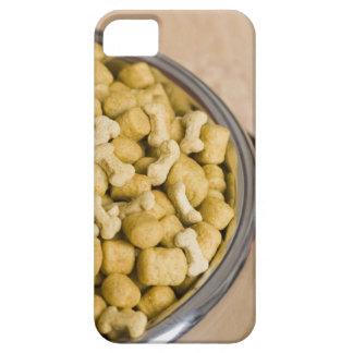 Plan rapproché des aliments pour chiens dans une coques iPhone 5