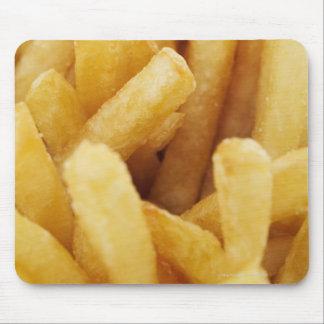 Plan rapproché des pommes frites tapis de souris